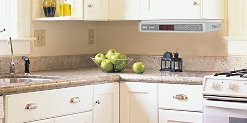 Kitchen with green apples in the middle