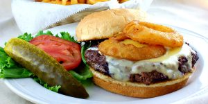 Classic Cheeseburger with Onion Rings XS